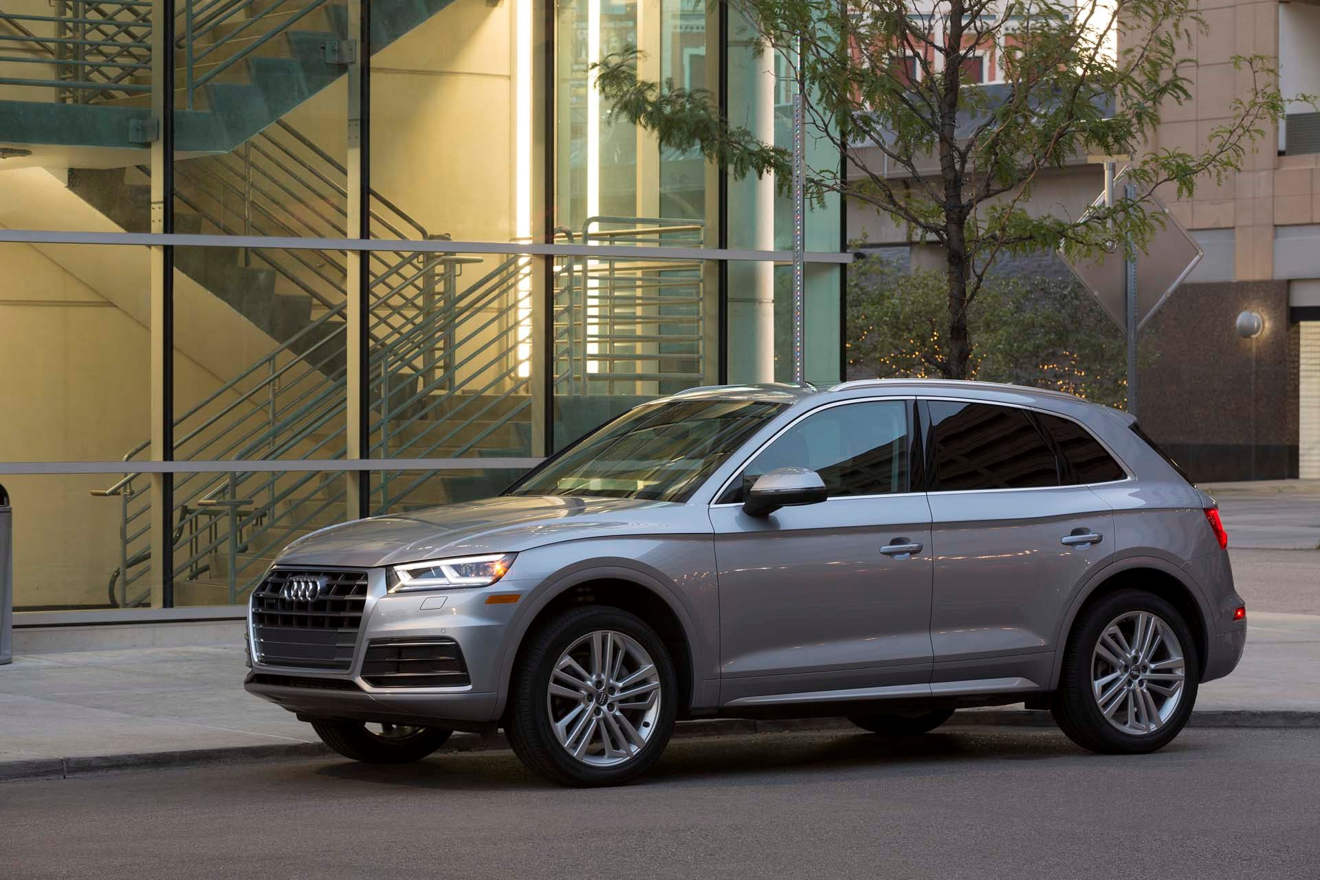 New 2020 Audi Q5 2.0T quattro Premium 2.0T quattro Premium for sale $42,950 at M and V Leasing in Brooklyn NY 11223 1