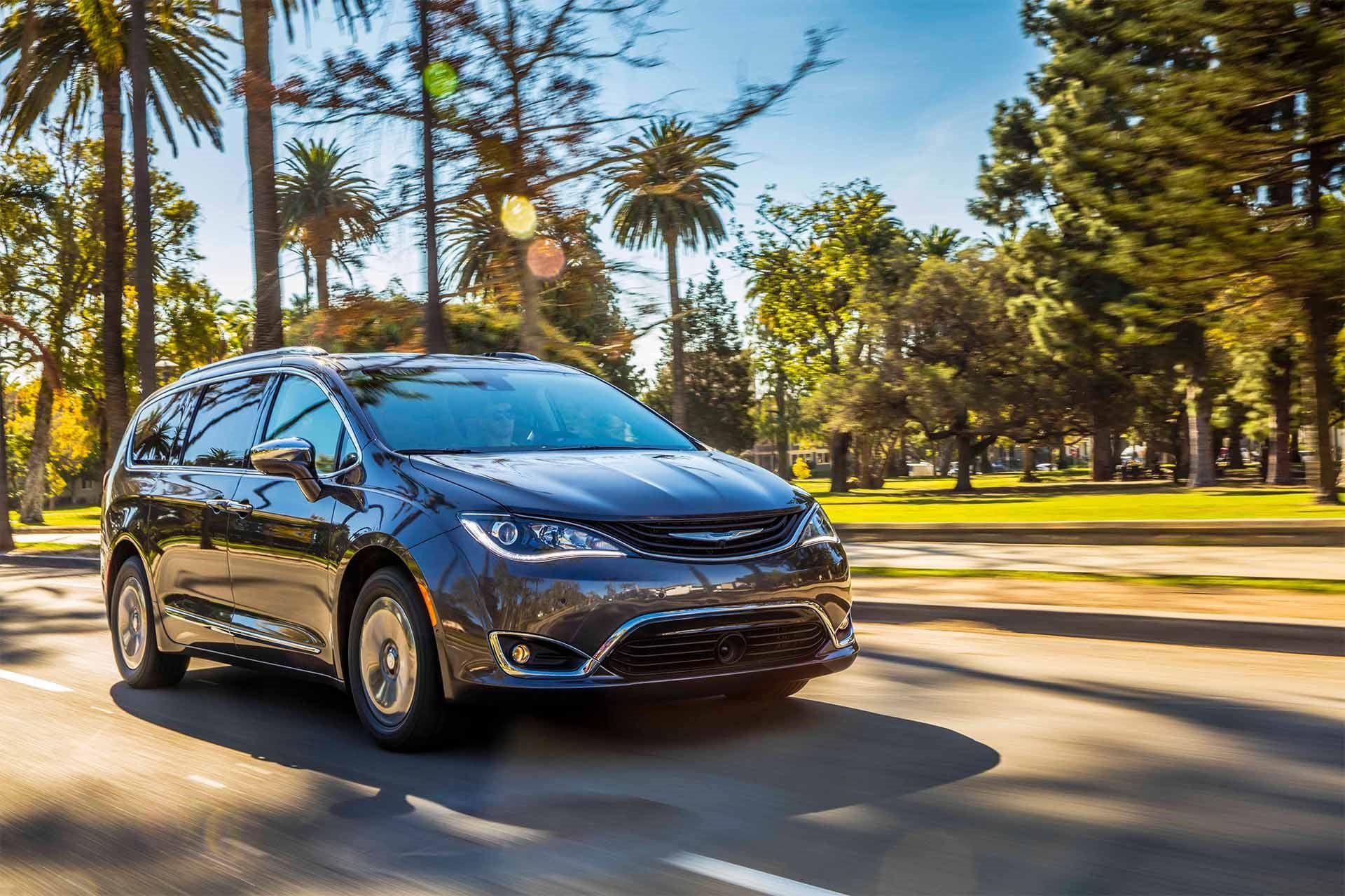 New 2019 Chrysler Pacifica Limited Limited for sale $44,445 at M and V Leasing in Brooklyn NY 11223 1