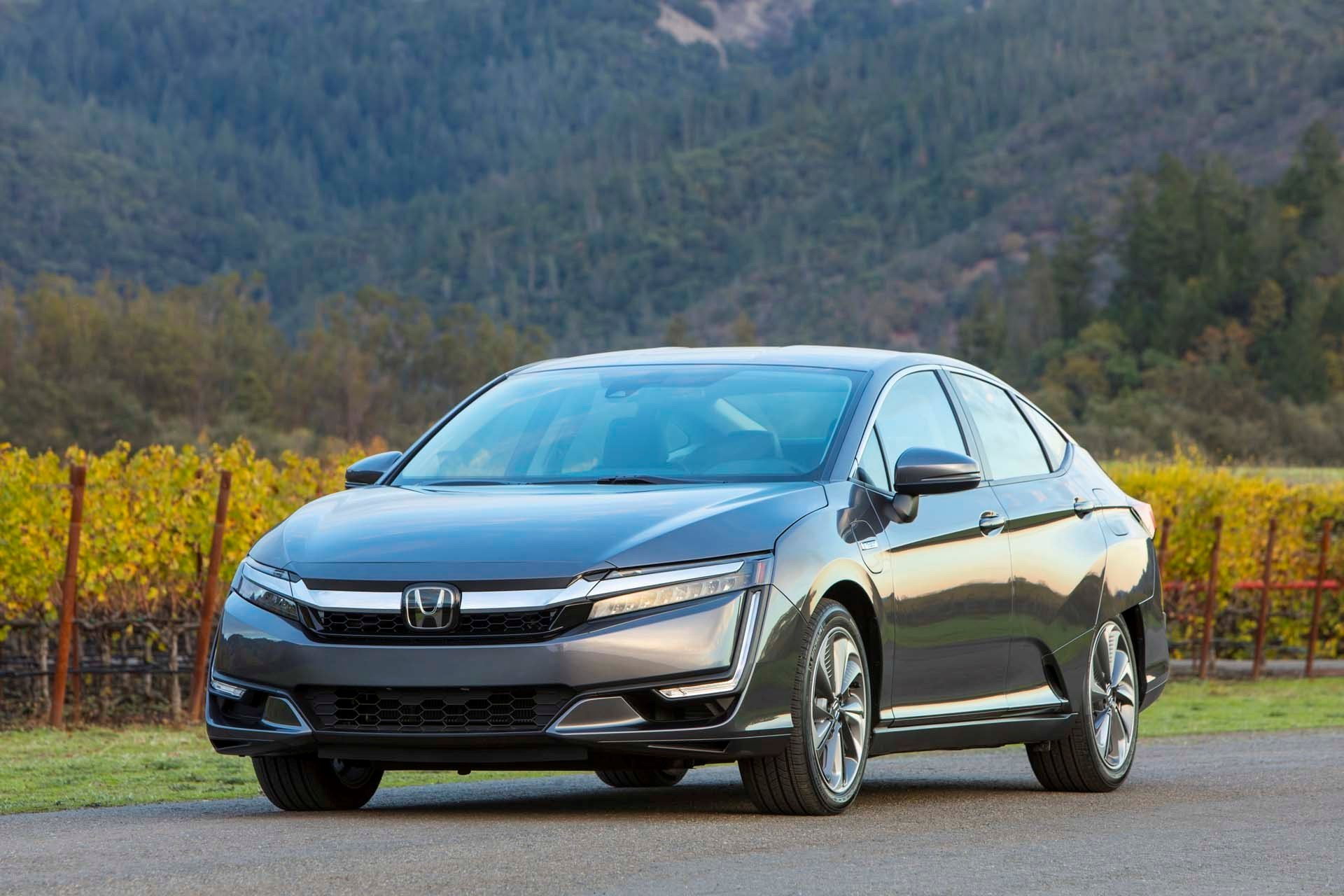 New 2019 Honda Clarity Plug-In Hybrid Touring Sedan for sale $36,600 at M and V Leasing in Brooklyn NY 11223 1