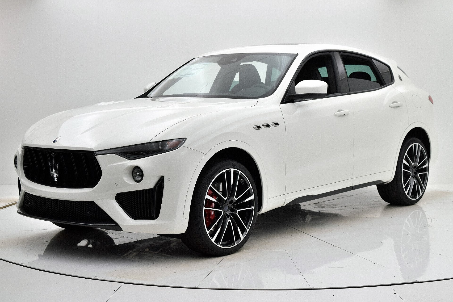 New 2019 Maserati-Levante Trofeo Levante Trofeo for sale $169,980 at M and V Leasing in Brooklyn NY 11223 1