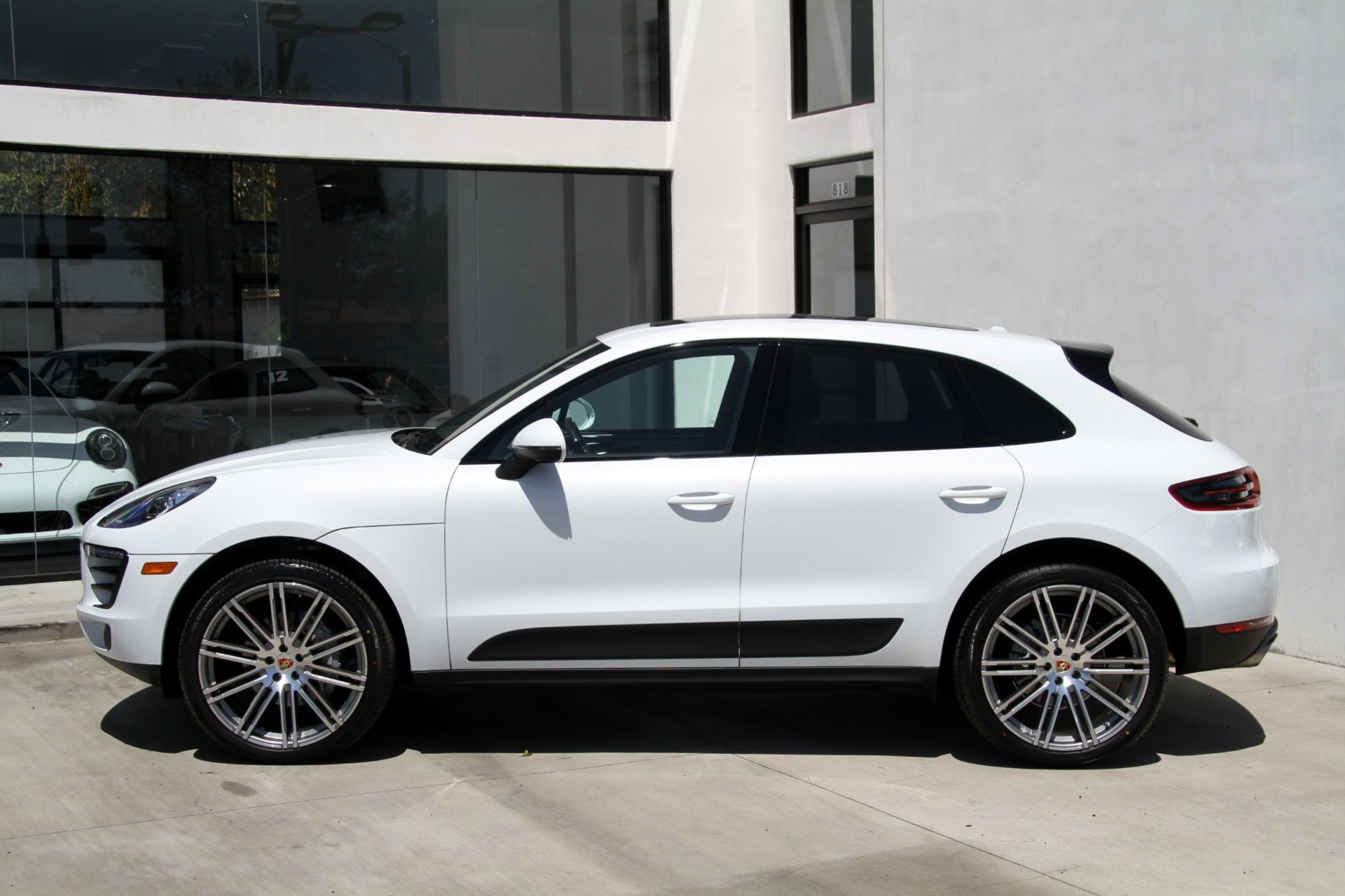 New 2019 Porsche-Macan S Macan S for sale $58,600 at M and V Leasing in Brooklyn NY 11223 1